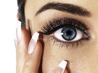 Lacrimi artificiale si ochelari de protectie in anotimpul ploios