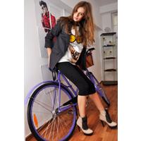 Bicicleta si high heels – butaforie de primavara