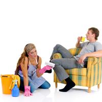 De ce barbatii nu-si ajuta partenerele la treburile casnice?