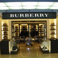 Burberry- traditia poate fi uneori mai puternica decat inovatia