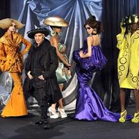 Succesul si declinul designerului suprarealist englez John Galliano