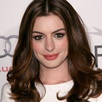 Anne Hathaway: de la contra la pro casatorie