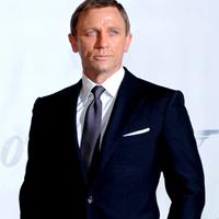 Daniel Craig duce o lupta constanta cu fumatul