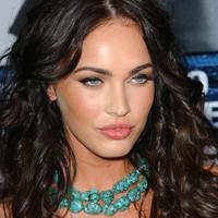 Megan Fox atrage privirile chiar si nemachiata