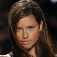 Adriana Lima – imaginea campaniei Blumarine de toamna