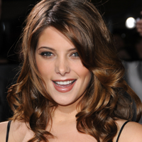 Ashley Greene isi doreste sa devina  Bond girl