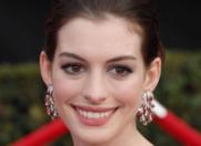 Anne Hathaway s-a logodit!