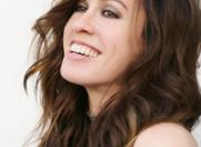 Alanis Morissette a suferit de anorexie si de bulimie in copilarie