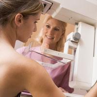 Corectarea unei asimetrii mamare: transmisie live de pe masa de operatie  in sala de conferinta