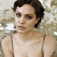 Angelina Jolie: confesiuni despre trecut