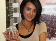 Andra, fiica lui Nico, si-a pus unghii de aur