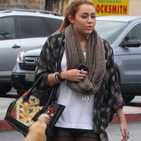 Miley Cyrus isi apara rotunjimile