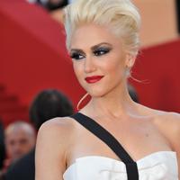 Gwen Stefani fuge de stres… in sifonier