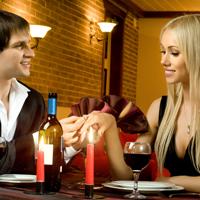Barbatii mananca mai mult in compania femeilor