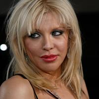 Courtney Love o ajuta pe Linsday Lohan sa-si revina dupa dependenta