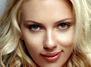 """Scarlett Johansson este atrasa de """"baietii rai"""""""