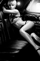 Rihanna, pictorial sexy pentru Emporio Armani