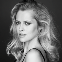 Teresa Palmer – noua imagine ARTISTRY