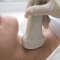 Tiroida: o mica glanda ce le da femeilor mari batai de cap