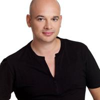 "Razvan Dobrescu, unul dintre cei mai cunoscuti hairstylisti: ""Daca ai o tunsoare si o culoare care te completeaza, se reflecta in atitudinea ta"""