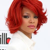 Rihanna, un nou tatuaj pe clavicula stanga