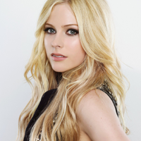 Avril Lavigne, look sexy in noul sau videoclip