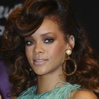 """Rihanna, razboinica si sexy in filmul """"Battleship"""""""