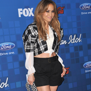 Jennifer Lopez isi dezvaluie latura agresiva pe coperta V Magazine