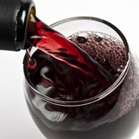 Consumul moderat de alcool reduce riscul de deces