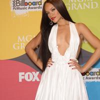 Cine ar crede ca Rihanna nu este multumita de corpul sau?