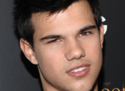 "Taylor Lautner alaturi de Adam Sandler in ""Grown Ups 2""?"