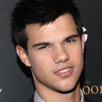"Taylor Lautner alaturi de Adam Sandler in ""Grown Ups 2""?"