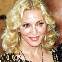 "Madonna a lansat parfumul ""Truth or Dare"""