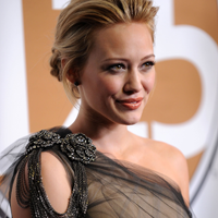"Hilary Duff si Charlie Sheen, colegi de platou in comedia ""She Wants Me"""