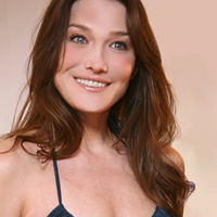 Carla Bruni – acuzata ca a abuzat de prea mult botox