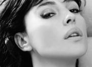"""Monica Bellucci: """"Decat o fata de plastic, prefer una cu riduri"""""""