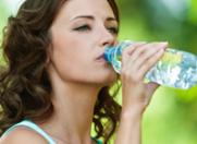 Invinge ridurile prin hidratare!