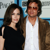 Angelina Jolie vrea sa se ingrase pana la nunta cu Brad Pitt