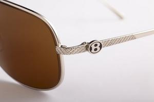 Cum au ajuns cateva perechi de ochelari sa coste… sute de mii de dolari
