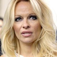 Pamela Anderson vrea sa se mute definitiv in Canada