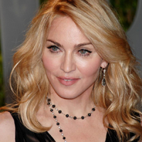 La 53 de ani, Madonna isi arata sanii fara probleme
