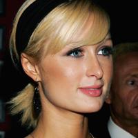 Paris Hilton s-a transformat in DJ