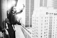Mila Kunis - clasica, in alb si negru pentru brandul Dior toamna/iarna 2012