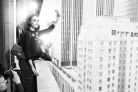 Mila Kunis – clasica, in alb si negru pentru brandul Dior toamna/iarna 2012