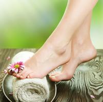 Scapa de petele de pe picioare pricinuite de varsta