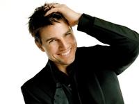 Tom Cruise si-a gasit alinarea in bratele unui model