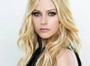 Este oficial: Avril Lavigne s-a logodit