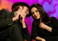 Mila Kunis si Ashton Kutcher vor sa adopte un caine