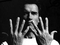 Arnold Schwarzenegger isi sfideaza fosta sotie