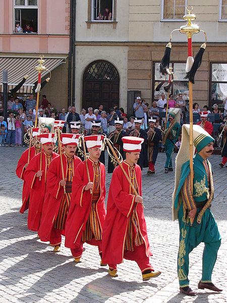 Fanfara otomana Mehter cucereste Centrul  Vechi din Bucuresti!